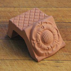 Tudor Rose Pot Feet