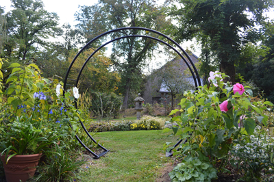 Etonnant Moon Gate Arch