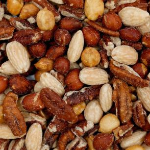 Going-Nuts-Snack-Mix2-min