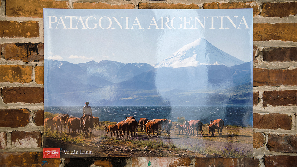 Volcán Lanín: Patagonia Argentina Spanish Travel Poster